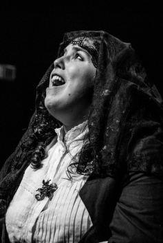 Aguras, ensaio sobre o desamparo com dramaturgia e direção de Rudinei Borges