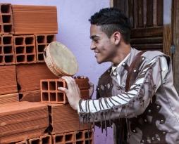 Lukas Torres na peça Chão e Silêncio do Núcleo Macabéa (2)