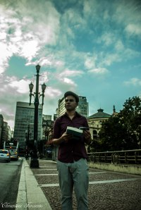 O poeta Rudinei Borges no centro antigo de São Paulo