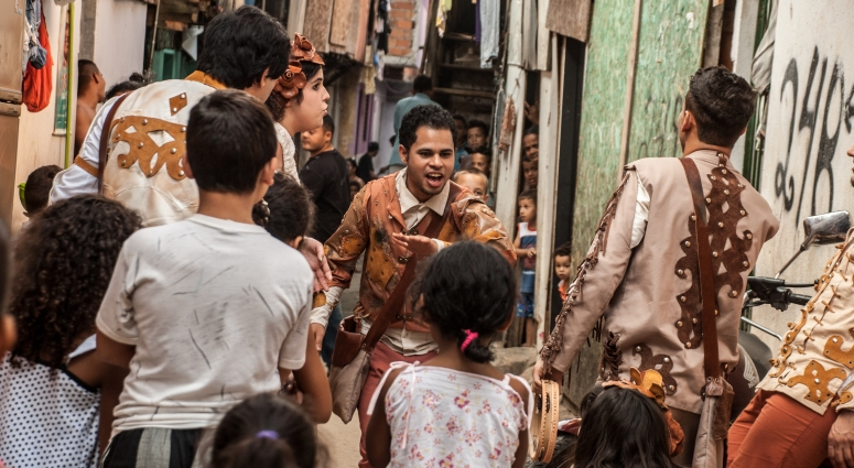 Em 2012, a peça CHÃO E SILÊNCIO, com dramaturgia de Rudinei Borges, adentrou as vielas e casas de moradores da Favela do Boqueirão, na zona sul de São Paulo